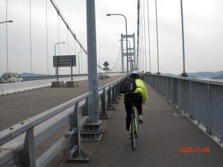 来島海峡大橋を渡って四国へ